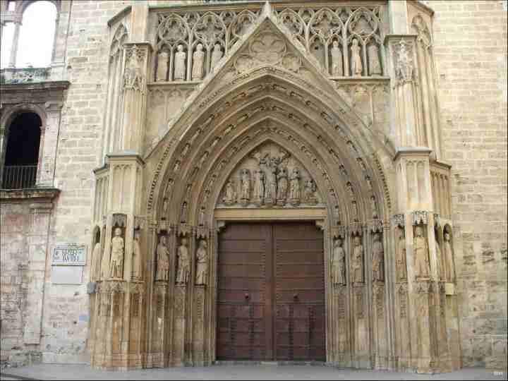 Tribunale delle acque davanti alla porta gotica