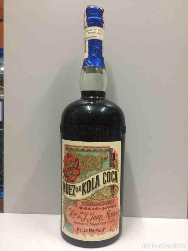 Bottiglia di Kola-Coca in vendita nella distilleria, lontano dalle origini della Coca-Cola