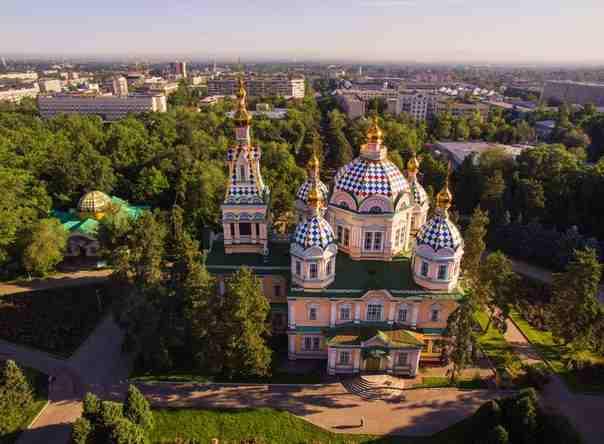 Cattedrale dell'Ascensione di Almaty: skyline